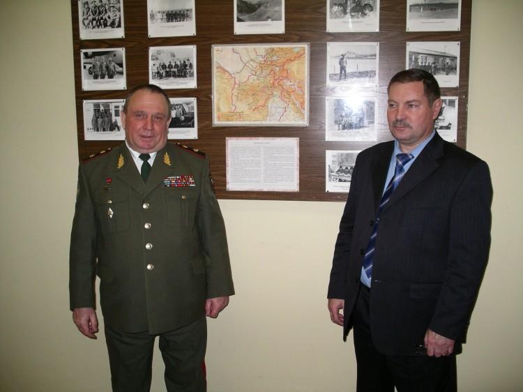 ветераны боевых действий генерал В.П. Ветров, полковник В.И. Бурков.