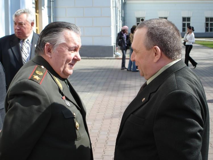 командующий войсками БВО генерал армии В.М. Шуралев и генерал В.П. Ветров.