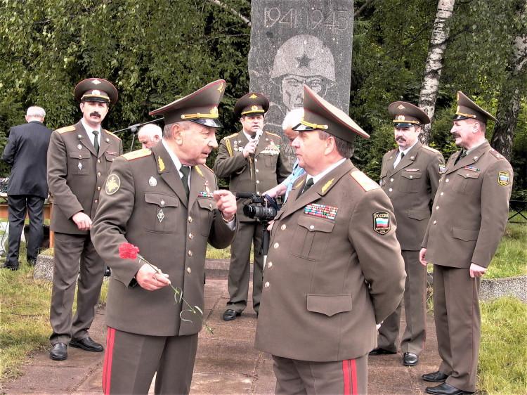 академик РАСХН Е.С. Воронин. генерал-майор ветеринарной службы Виталий Ветров
