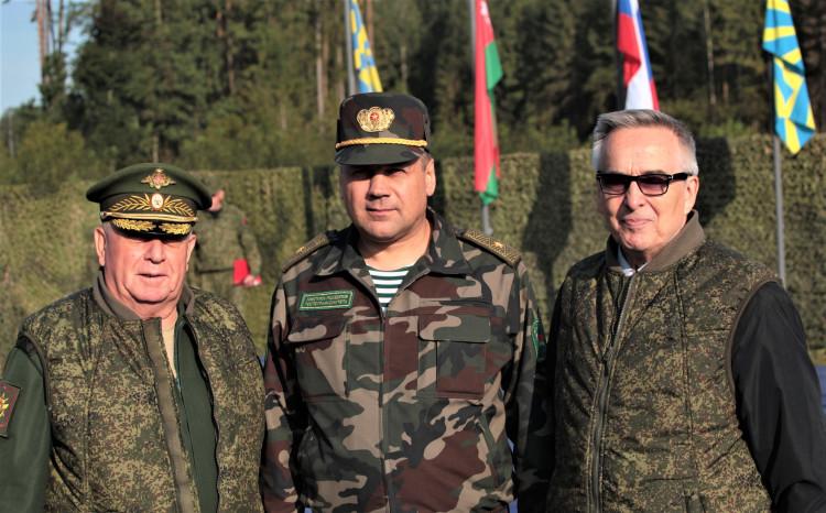 генерал-майор ветеринарной службы В.П.Ветров, генералы С.И.Новиков и А.Л. Артемов