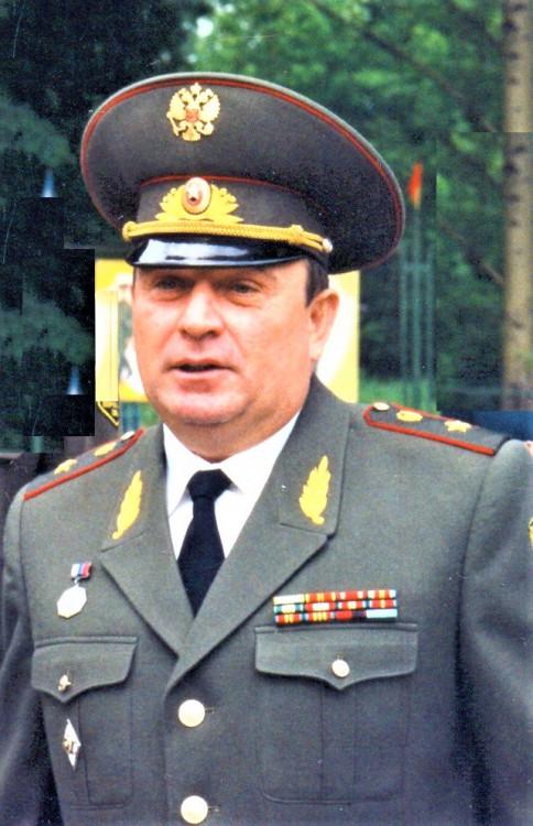 генерал-майор ветеринарной службы Ветров Виталий Петрович..
