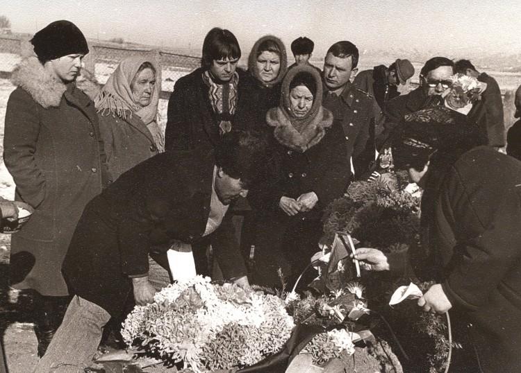 на могиле отца Ветрова Петра Тихоновича