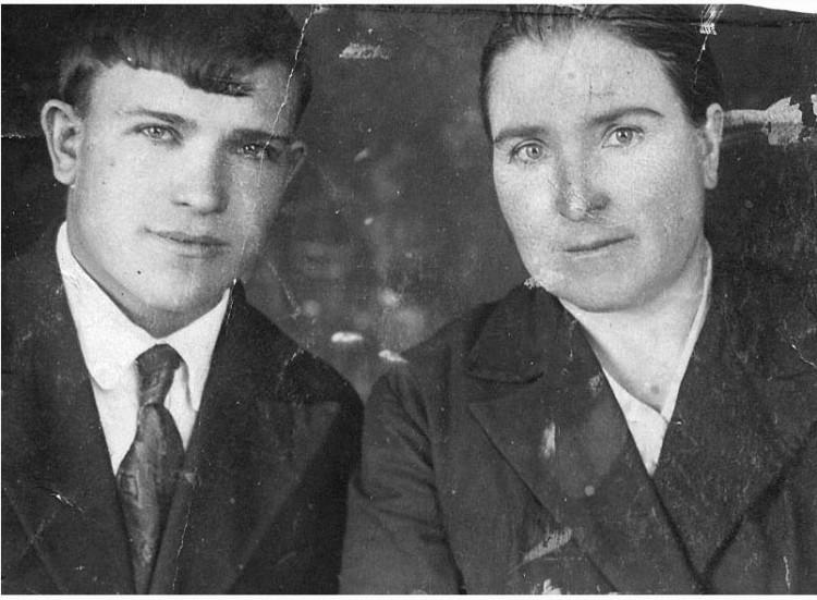 Ножеева Василиса Егоровна,и Ветров Петр Тихонович