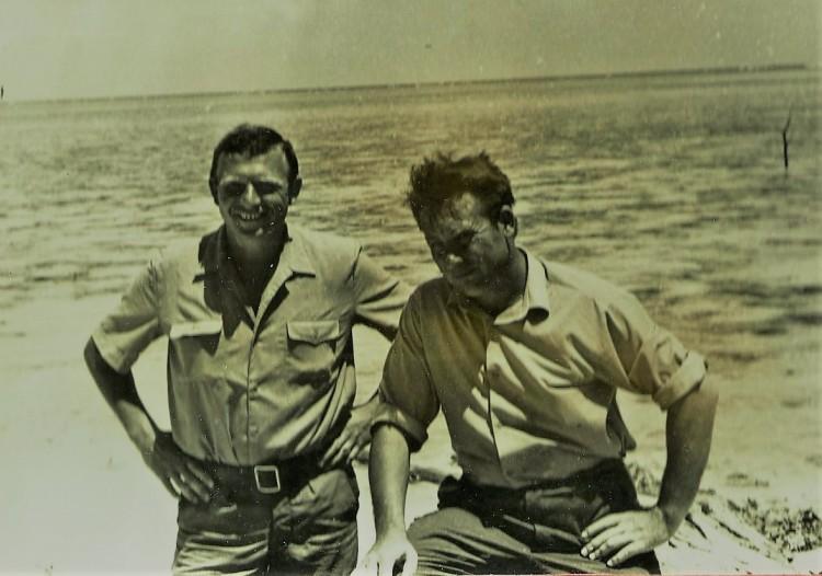на берегу большого Багамского пролива, Виталий Ветров, слева, Куба