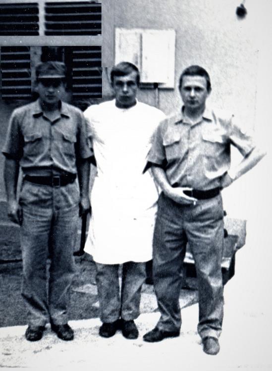 С коллегами по медицинским делам, В.П. Ветров справа. отдельная медицинская рота 7 омсбр, Нарока, 1974 год
