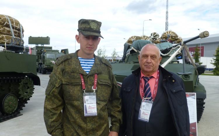 В.П. Ветров на выставке вооружения