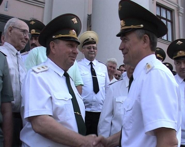 генерал армии В.И.Исаков и генерал-майор В.П.Ветров в МГАВМиБ им. К.И. Скрябина.